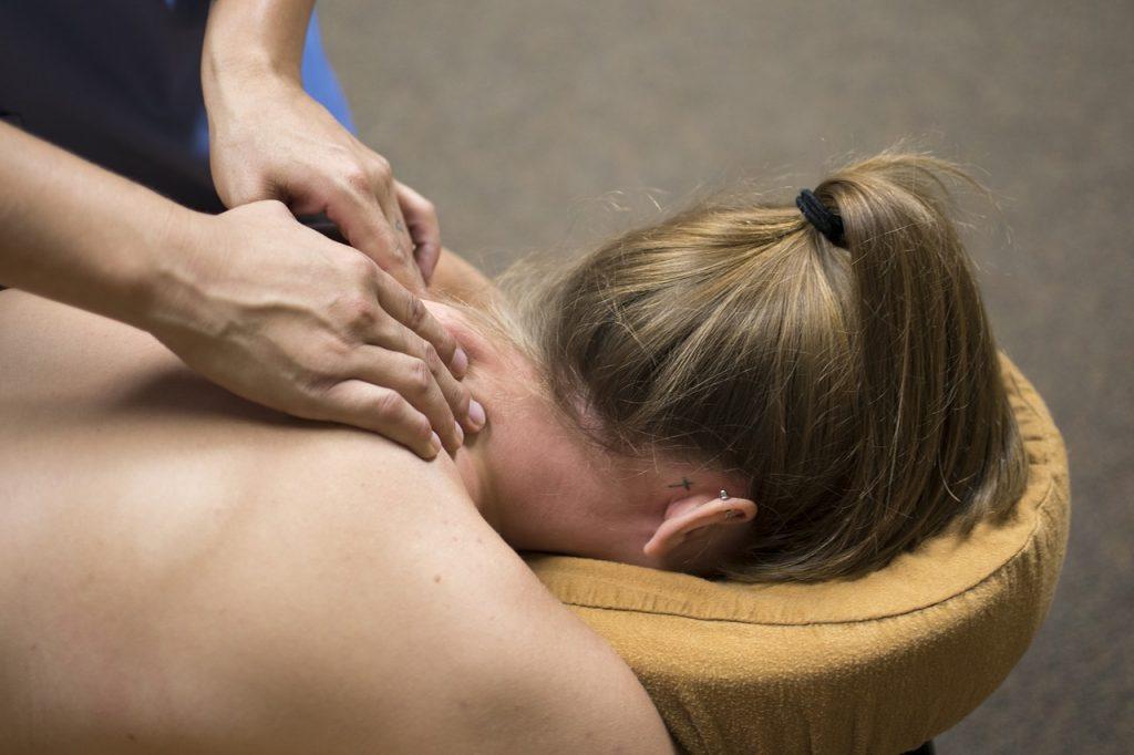 Le massage lymphatique permet de drainer les toxines.